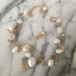 Jewelry - gold & pearl costume jewelry necklace earring set